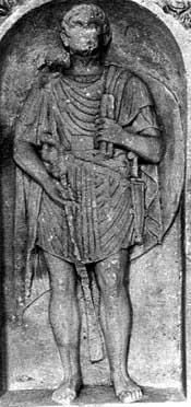 un bassorilievo che raffigura una tunica romana
